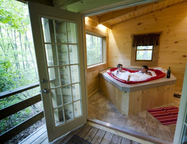 Hideaway Cabin Heart Shaped Tub
