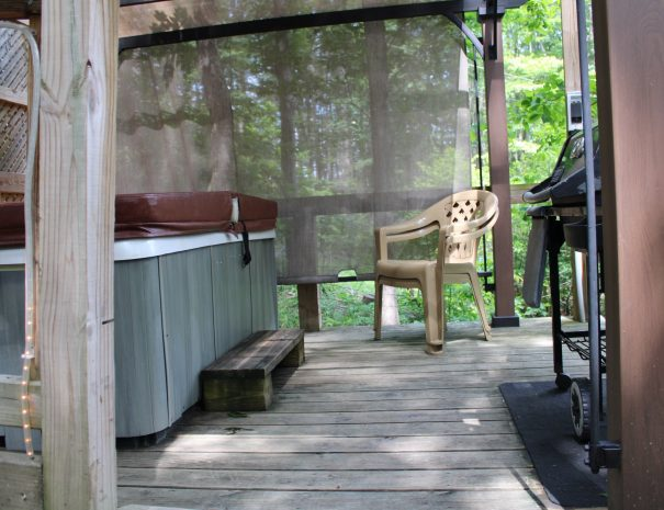 Holly Rock Treehouse Cabin Hot tub on Deck
