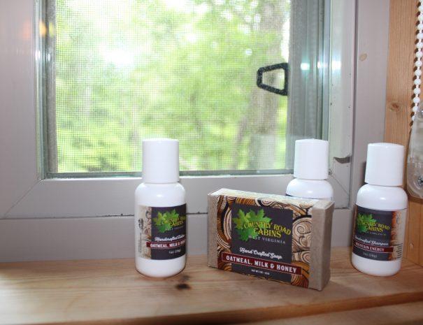 Holly Rock Treehouse Cabin Bathroom 1