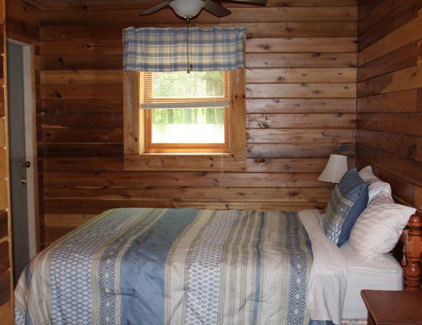 Cherokee Cabin Downstairs Bedroom
