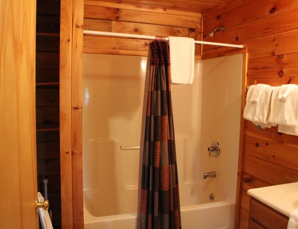 Pillow Rock Cabin Bathroom