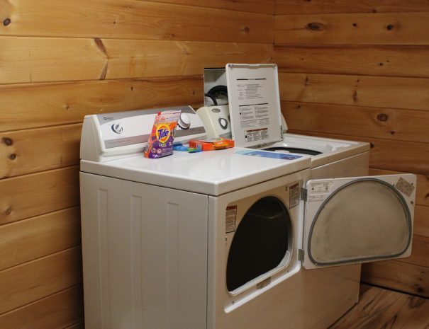 Pillow Rock Cabin Washer and Dryer