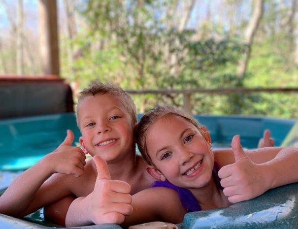West Virginia Cabins Kids in Hot Tub